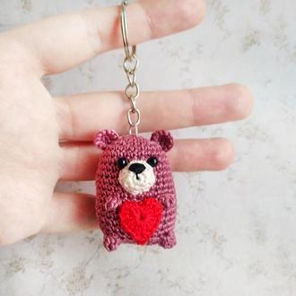 Вязаный брелок Мишка с сердцем, маленькая игрушка мишка, подарок на св. Валентина