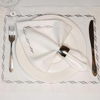 Салфетки для сервировки стола.