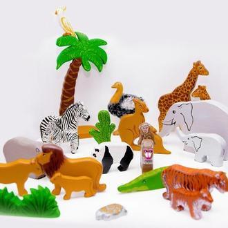 Набор южных и африканских животных, включает в себя 24 игрушки.