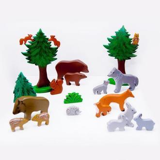 Набор лесных животных и птиц. включает в себя 19 игрушек.(в наборе 1 сосна и 1 зайченок)