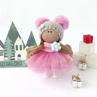 Кукла интерьерная  в шапке на подарок