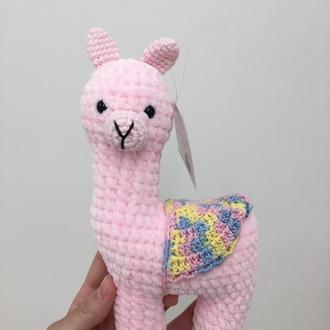 Вязаная лама  розовая