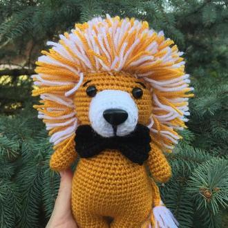 Лев вязаная игрушка