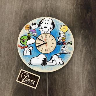 Детские настенные часы из дерева цветные «Снупи»