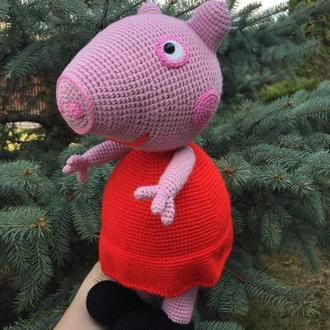 Вязаная игрушка свинка Пеппа