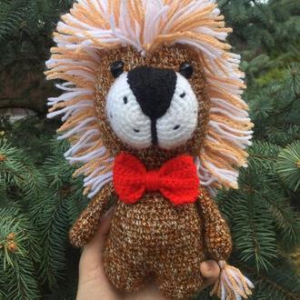Вязаная игрушка лев