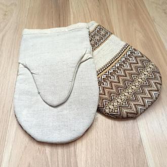 Набор: Кухонная варежка и прихватка с коричневой вышивкой
