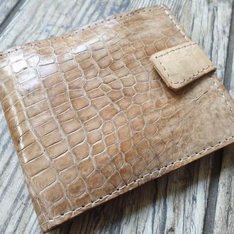 Бежевое портмоне из натуральной кожи крокодила