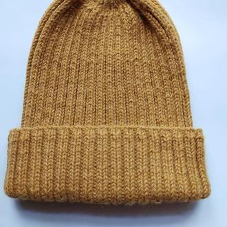 Горчичная вязаная шапка