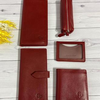 Червоний гаманець з м'якої шкіри