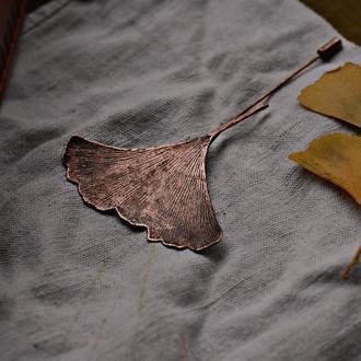 Медная брошь-игла с листочками уникального дерева - гинкго