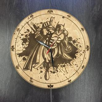 Часы настенные из натурального дерева «Бэтмен»