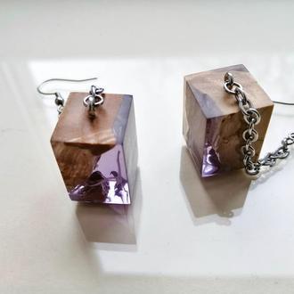 Длинные  сиреневые серьги  из дерева и ювелирной смолы в подарок девушке