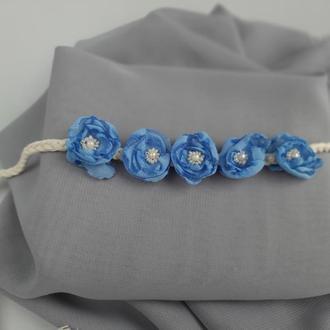 Повязка с голубыми цветами для фотосесси