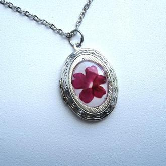 Медальон для фото с цветком вербены