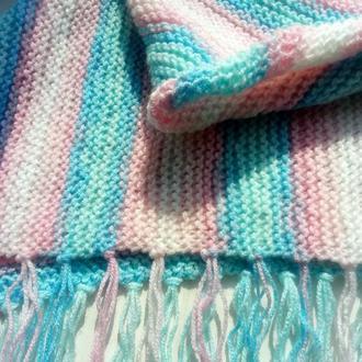 Вязаный треугольный шарф-бактус