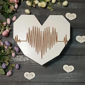 "Деревянная коробка ""Сердце с кардиограммой"" белого цвета, коробка для подарка"