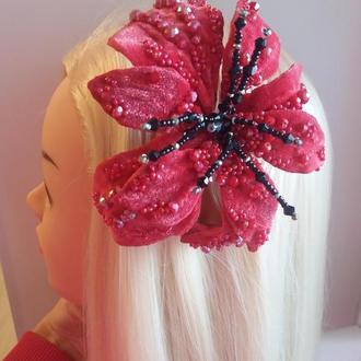 Заколка диадема с цветами для волос объемная с камнями и чешским хрусталём