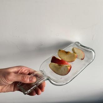 Прозрачная испеченная бутылка-тарелка с ручкой