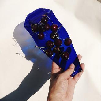 Синяя испеченная пивная бутылка-тарелка