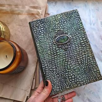 Блокнот с имитацией кожи дракона и анатомическими рисунками