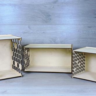Комплект трех навесных полок из фанеры разных размеров с декоративными элементами (2280)