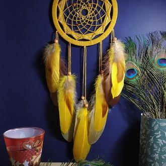Красивий жовтий ловець снів на подарунок.