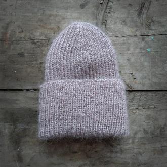 В'язана бежева шапка біні