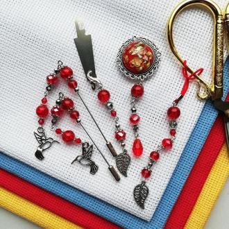 Набор аксессуаров для вышивки Red Silver: счетные иглы, игольница, нитевдеватель и маячок для ножниц