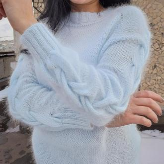 Шикарный свитер из Angora с косами на рукавах