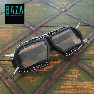 Очки-маска с шипами и цепью