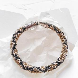 Женский браслет из бисера со змеиным принтом