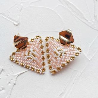 Нежные геометрические серьги из японсокго бисера в стиле бохо