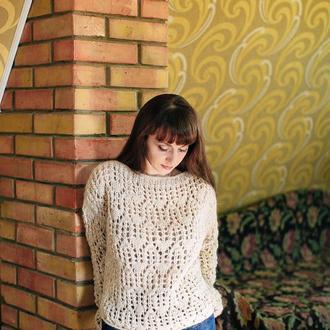 Вязаний спицями светр