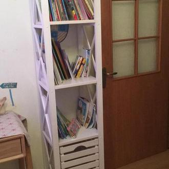 Стеллаж деревянный в детскую комнату с ящиком