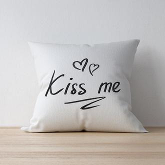 "Интерьерная подушка ""Kiss me"""