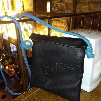 шкіряна сумочка з тисненим малюнком