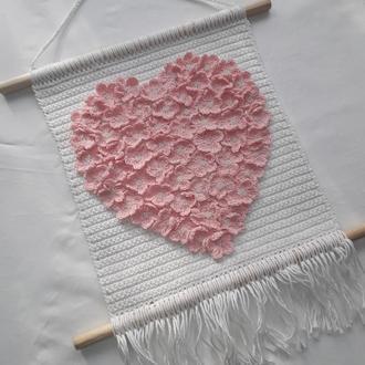 Панно настенное в форме сердца. Цветочное панно. Гобелен вязаный крючком.