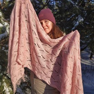 Широкий розовый вязаный ажурный шарф-палантин