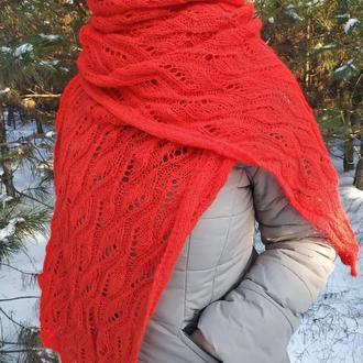 Красный ажурный вязаный палантин - шарф