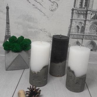 Свеча на бетонном основании