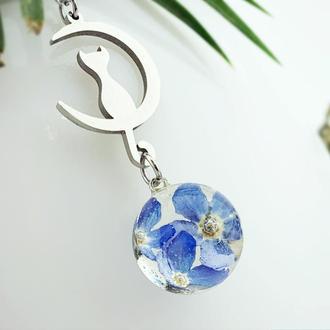 Кулон кот на луне с голубыми незабудками Подарок девушке на 8 марта (модель № 2740) Glassy Flowers