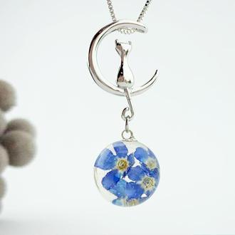 Кулон кот на луне с голубыми незабудками Подарок девушке на 8 марта (модель № 2741) Glassy Flowers