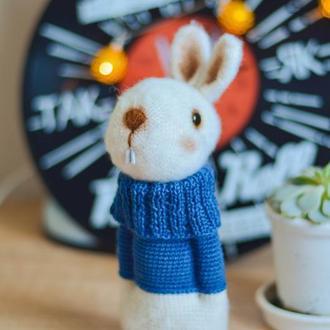 Игрушка заяц / Белый кролик / Вязаный зайчик