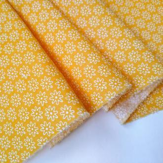 Ткань хлопок для рукоделия цветочки на желтом фоне