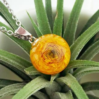 Кулон с ярким жёлтым лютиком Подарок девушке 8 марта цветы (модель № 2750) Glassy Flowers