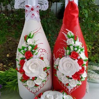 Свадебное шампанское в красном и белом цвете