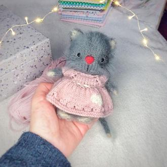 Игрушка Котик в платьице с сердечком
