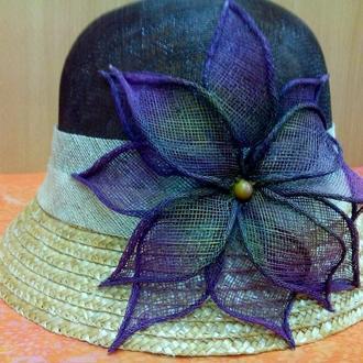 Женская летняя шляпка с маленьким полем, синамей(кокосовая соломка), коричневая с лилией