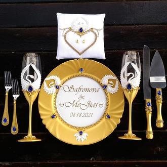 """Свадебной набор """"Лебеди"""":бокалы, прибор для торта, подушка в золотом и синем цвете"""